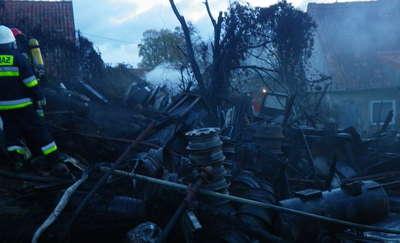 Pożar drewnianej wiaty z materiałami łatwopalnymi pod Węgorzewem
