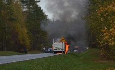 Licealiści z Bartoszyc ewakuowani z płonącego autobusu
