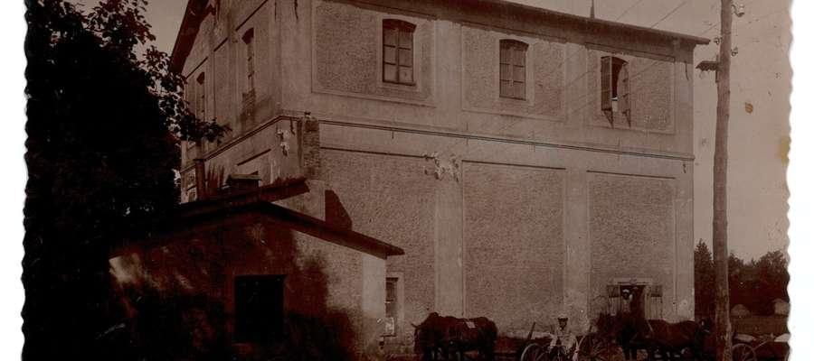 Widok ogólny młyna i podjazdu w 1937 roku,