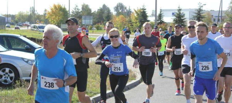 Biegacze z Żuromina podczas mławskiego biegu