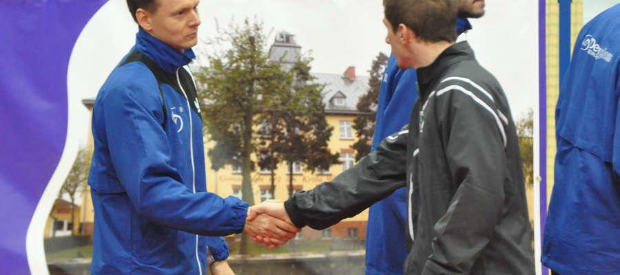 Trener Kołaciński po raz kolejny cieszył się ze zwycięstwa swoich podopiecznych