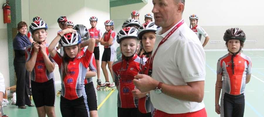 Ryszard Białkowski na co dzień jest trenerem wrotkarzy w Uczniowskim Klubie Sportowym Viking Elbląg
