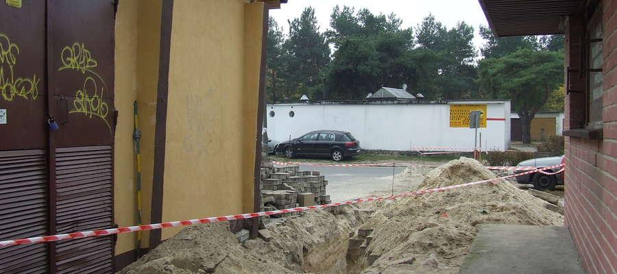 W tym miejscu doszło do wypadku. Teren był zabezpieczony, a na stacji trafo znajdowały się informacje dotyczące niebezpieczeństwa. Nie powstrzymało to chłopców przed zabawą na tym terenie