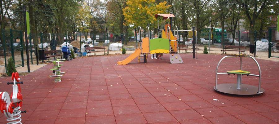 Z nowego placu zabaw przy placu Wolności można już korzystać