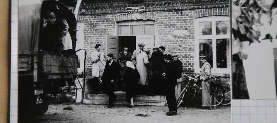 Rok 1965, Wiśniowo Ełckie. Głosujących do lokali przywoziły ciężarówki