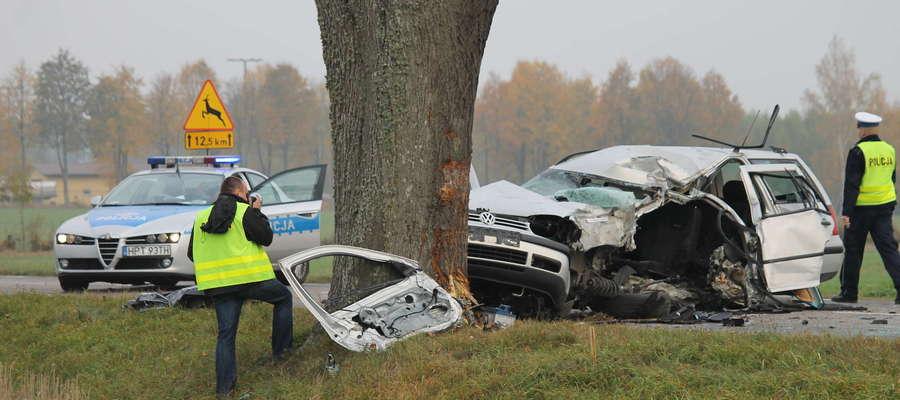 Policjanci poszukują świadków tego wypadku drogowego.