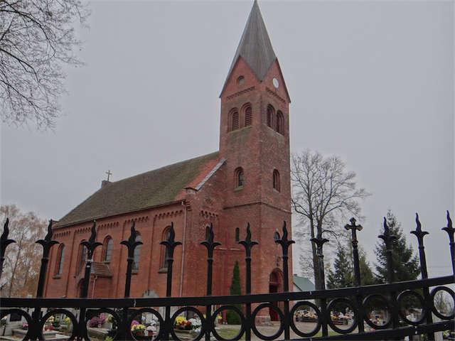 Brzozie Lubawskie: kościół św. Jana Chrzciciela - full image