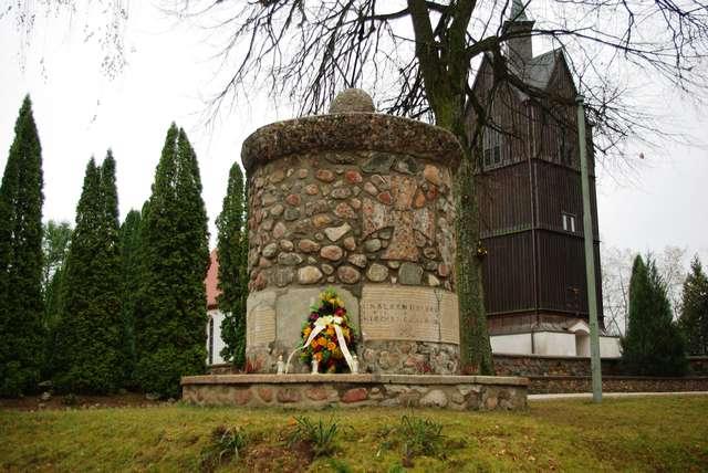 Mieszkańcy Grabnika wyremontowali pomnik Ku czci poległym w I wojnie światowej mieszkańcom Grabnika i okolic - full image