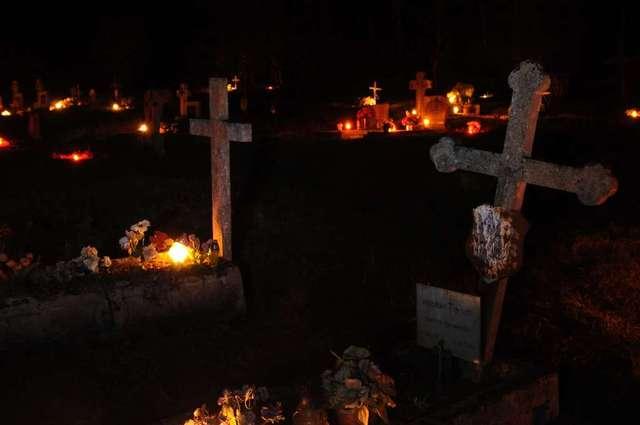 Zapłonęły świeczki dla Warmiaków w Orzechowie - full image