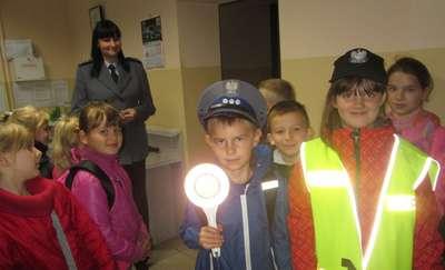 Uczniowie z Byszwałdu w komisariacie i bibliotece