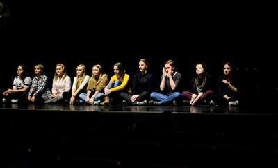 Licealiści na warsztatach teatralnych