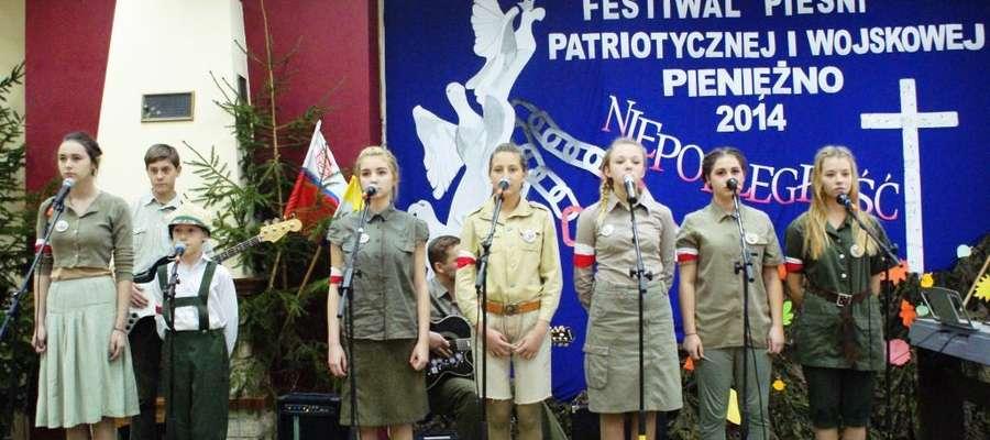 Przez dwa dni (07- 08.11) w Środowiskowym Domu Samopomocy Bajka w Pieniężnie odbył się już po raz XIX Festiwal Piosenki Patriotycznej i wojskowej