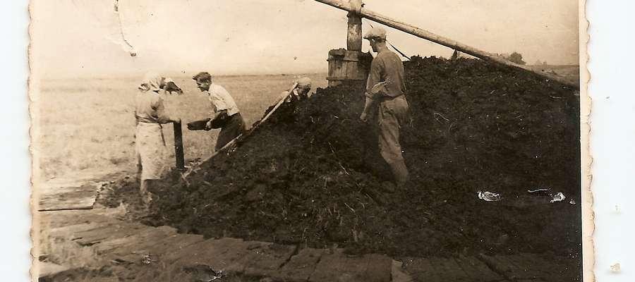 W pracach przy wydobyciu torfu pracowały całe rodziny