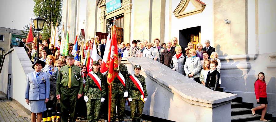 W uroczystej Mszy Świętej brały udział delegacje ze szkół powiatu