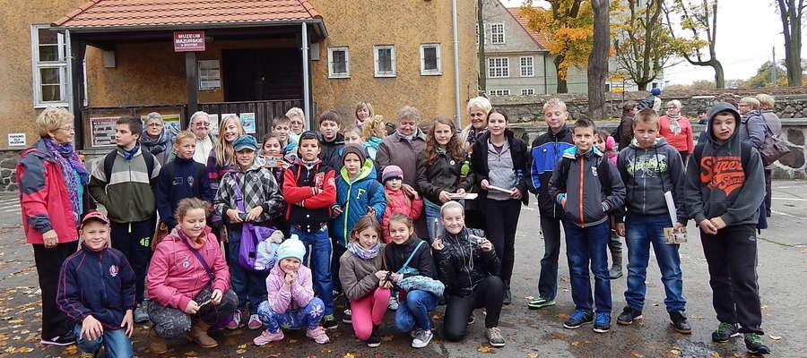 Uczestnicy wycieczki do Muzeum Mazurskiego w Szczytnie