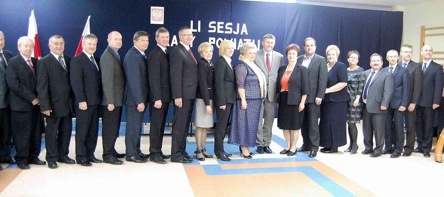 Pamiątkowe zdjęcie obecnej kadencji Rady Powiatu Ostrołęckiego