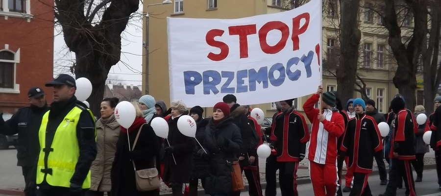 Uczestnicy Marszu Przeciw Przemocy