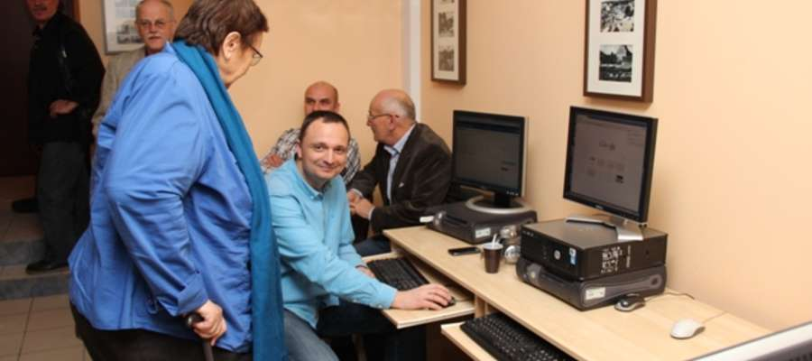 Halina Sarul i Wojciech Iwaszkiewicz z KWW GPO (na pierwszym planie) w trakcie wieczoru wyborczego