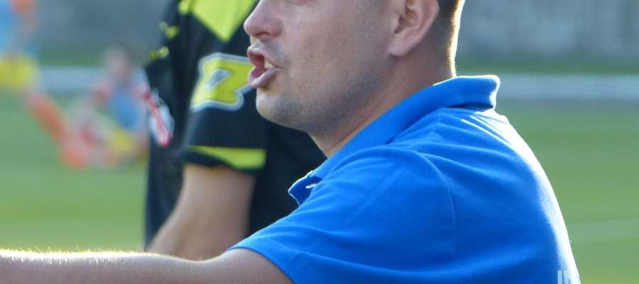 Pod koniec listopada rozegramy jeszcze test-mecz, w którym sprawdzimy przydatność zawodników wyrażających chęć grania w naszej drużynie — mówi Andrzej Tołstik, trener ITR-u Jezioraka. W drużynie z Iławy chce podobno grać kilku piłkarzy z wyższych lig niż