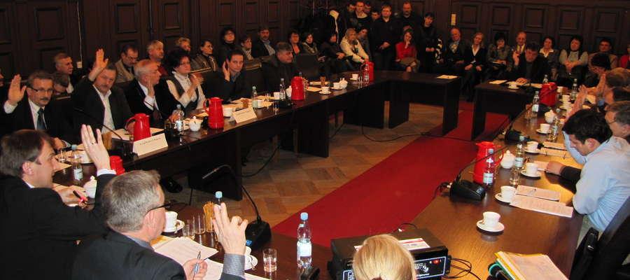 Jedna z sesji Rady Powiatu Mrągowskiego w kadencji 2010-2014. Zdjęcie jest ilustracją do tekstu