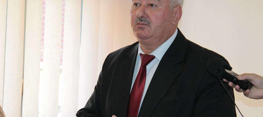 Burmistrz Jan Wójcik podczas sesji na której radni wygasili mu mandat.