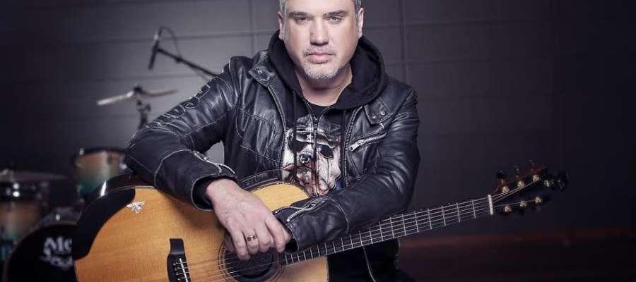 Szymon Wydra jest liderem zespołu Carpe Diem.