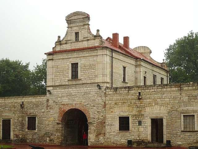 Zbaraż: zamek rozsławiony przez Sienkiewicza - full image
