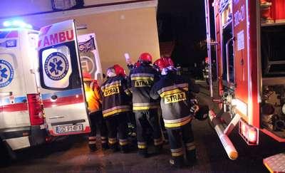 Pożar w mieszkaniu przy ul. Paderewskiego w Olsztynie. Strażacy uratowali starszego mężczyznę