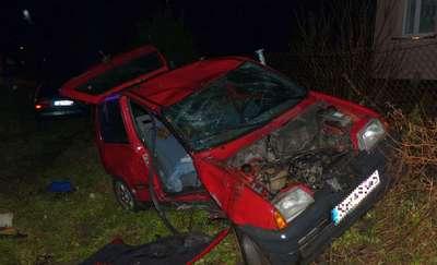 Wypadek w Krzewsku. Samochody w rowie, cztery osoby odwiezione do szpitala