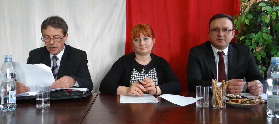 Od lewej: Sergiusz Kaliszuk, przewodniczący Rady Gminy Braniewo, jego zastępca — Ewa Kazimierczuk i wójt Tomasz Sielicki.