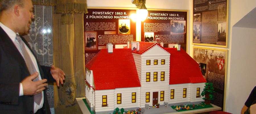 Makieta z klocków lego przedstawia pałac w Bieżuniu