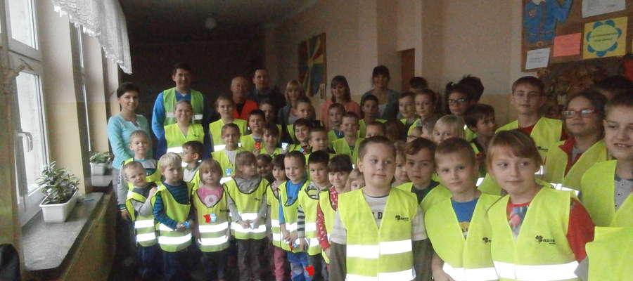 Dzieci z Sinogóry otrzymały kamizelki odblaskowe