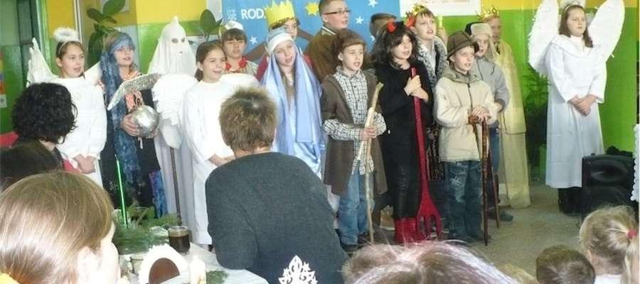 Uczniowie podczas występów