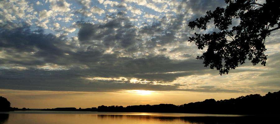 Jezioro Skarlińskie jest ulubionym przez wędkarzy akwenem