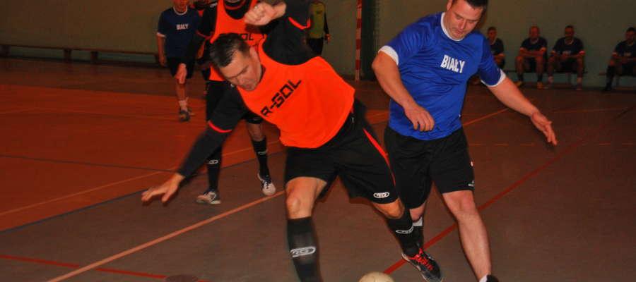 W meczu, który wzbudzał największe zainteresowanie, pomiędzy Czarno Czarnymi (pomarańczowe znaczniki), a KP Wandowo lepsi okazali się wandowianie, którzy wygrali 3:1