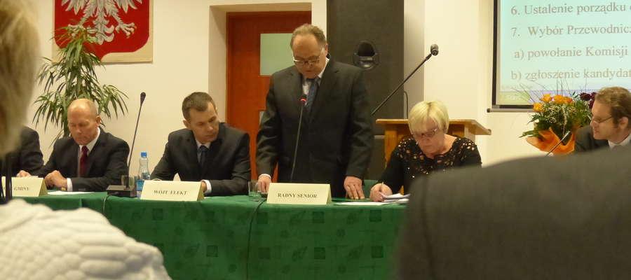 Sesję otworzył radny senior - Tadeusz Graszek