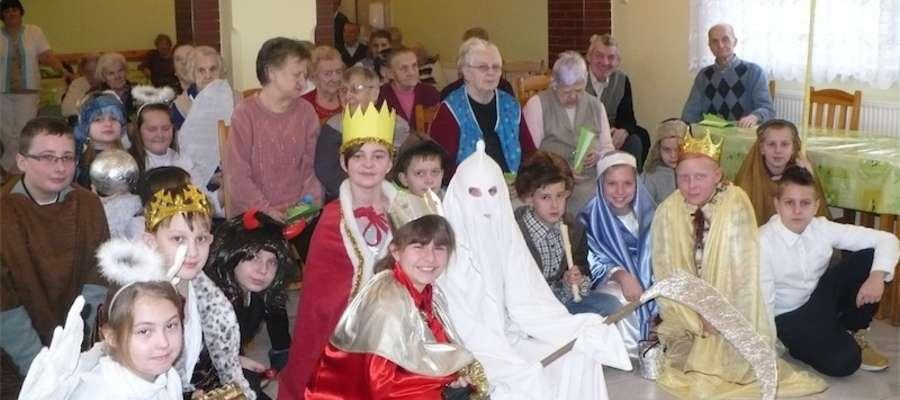 Uczniowie odwiedzili seniorów DSP