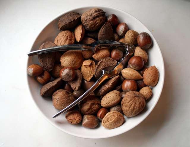 W diecie zasadowej ważne jest jedzenie roślin oleistych, m.in. orzechów. - full image