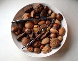W diecie zasadowej ważne jest jedzenie roślin oleistych, m.in. orzechów.