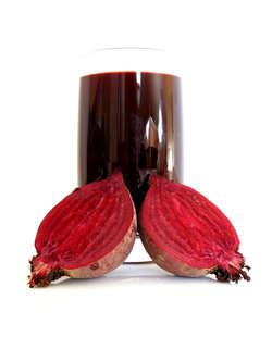 Jedzenie buraków, czy to w potrawach, czy w postaci wyciśniętego soku, działa oczyszczająco na organizm.