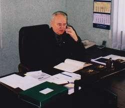 Wiesław Pietrzak w senatorskim biurze w Węgorzewie, 2003 rok