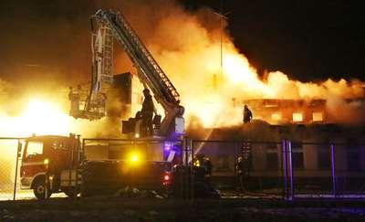Ogromny pożar hali magazynowej. Strażacy gasili go ponad 4 godziny!