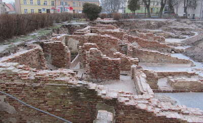 Amfiteatr jeszcze daleko