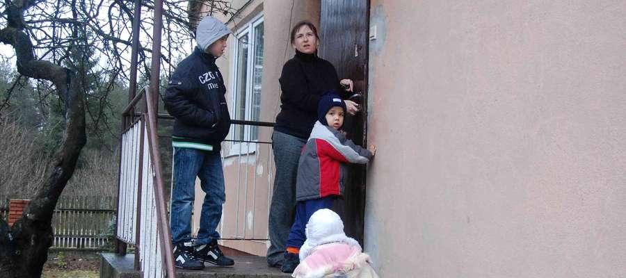Przez ostatnie miesiące pani Ewa nie była pewna czy jej rodzina będzie mogła dalej wynajmować od gminy mieszkanie