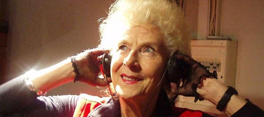 ... pięcioletnie dzieci, a babcie już nie, to jest to dla mnie kompromitacja. No bez przesady! — mówi 75-letnia Wirginia Szmyt, czyli DJ Wika z Warszawy. - 0000175265-babcia-dj-z-4-229772