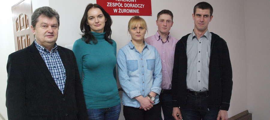 Od lewej kierownik TZDR Adam Witkowski,  pracownicy Wioletta Skorłutowska – Tylicka i Aleksandra Sobolewska oraz uczestnicy Olimpiady Jarosław Rochna i Grzegorz Kubiński