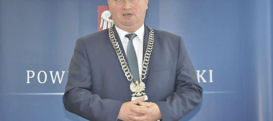 Przewodniczący rady powiatu otrzymuje miesięcznie 1 854 zł