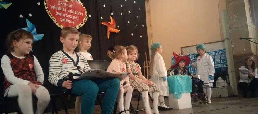 Na scenie wystąpili uczniowie