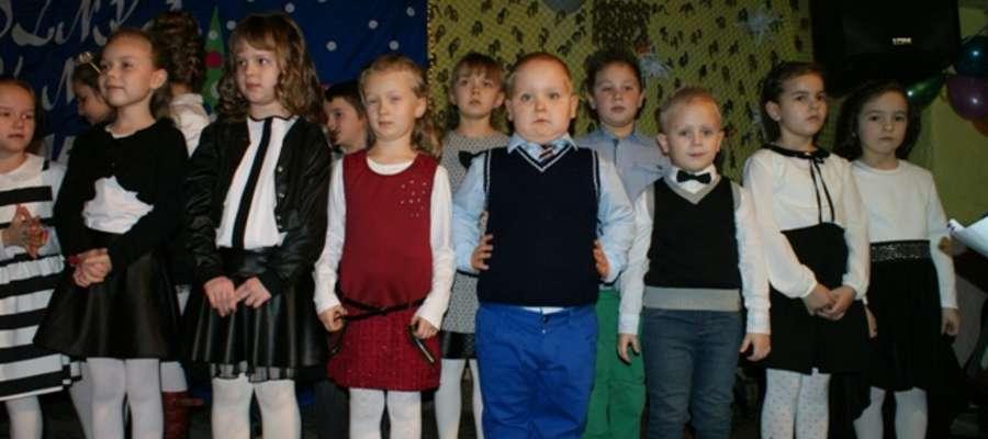 Dzieci przygotowały program artystyczny f