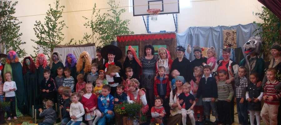 Rodzice zaprezentowali już dzieciom z SP w Rumianie dwa przedstawienia. Teraz przygotowują kolejne